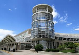 1600px-Calvin_L._Rampton_Salt_Palace_Convention_Center_(30016372918)